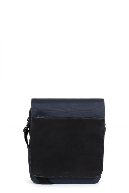 A4 Crossbody bag with tablet compartment